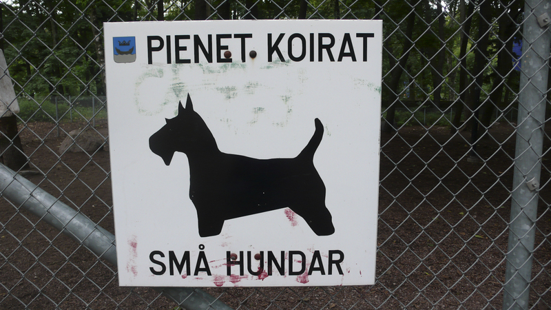 Lapinlahti_dog_park_little_dog_sign.jpg